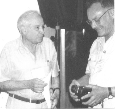 Raphael Mechoulam and Tod Mikuriya, Acapulco ICRS meeting, 1999. Photo by Fred Gardner